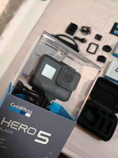GoPro Hero 5 (with Travel Accessories)