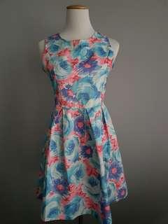 Diamond-cut back floral dress