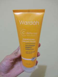 Wardah C-defense with vit. C