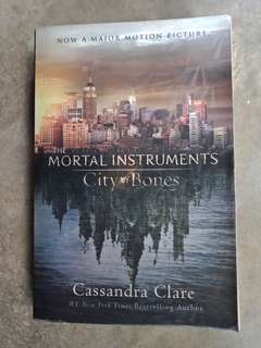 City of Bones - Mortal Instruments (rare cover page)