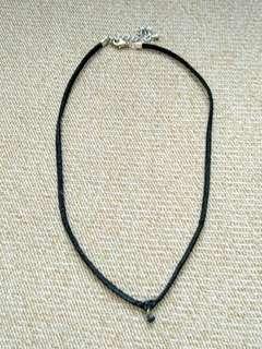 Thin choker with bead