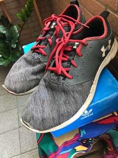 🚚 UA 跑步鞋