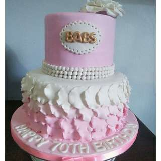 Ruffled cake in pink