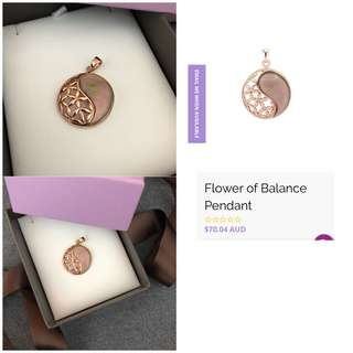 Jeoel flower of balance (mother of pearl) rose gold pendant