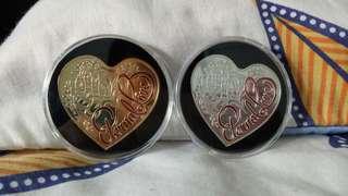卖一套心形的纪念币 有兴趣的欢迎