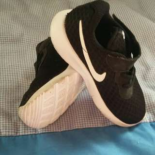 Nike shoes 7c EUC