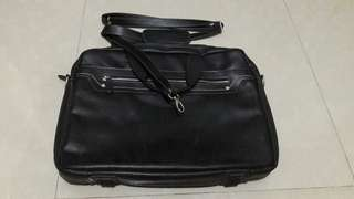Repriced!! SALE: Tas laptop belum pernah pakai dari pertama beli