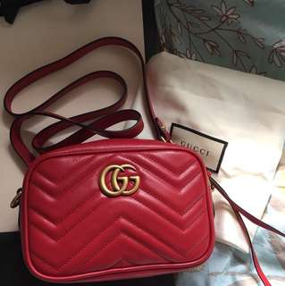 真品有單全新Gucci GG Marmont matelassé Mini Crossbody Bag in Hibiscus Red