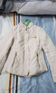 Zara woman quilt jacket in cream color like new