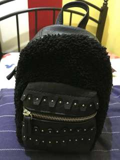 Selling my sling bag. in good condition.no flaws