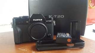 Fujifilm xt20 with grip ph unit
