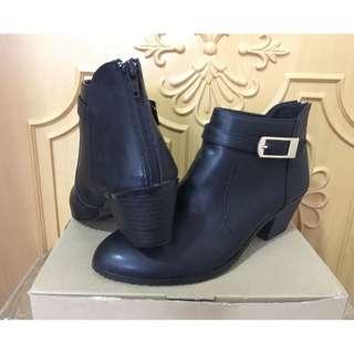 韓版 百搭短靴 size 25