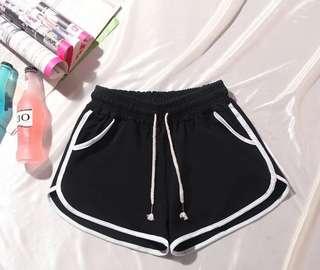 全新 彈性黑色短褲 運動褲 跑步褲 跑褲 體育褲 大碼褲 加大碼女裝 大減價