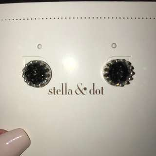 NEW Stella & Dot stud earrings