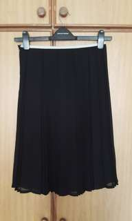 GG5 pleated midi skirt black. Used.