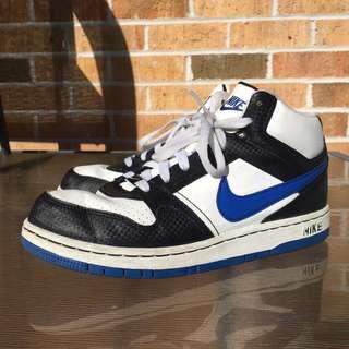 Nike Size 6 Basketball Shoes