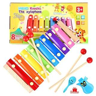Children's hand knock the xylophone