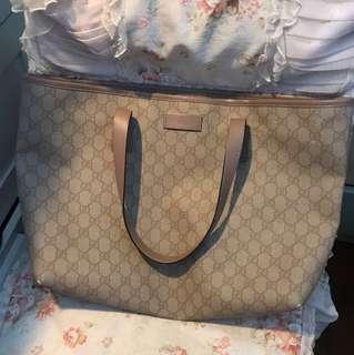Gucci 粉色手袋
