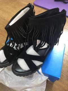 🚚 羅馬流蘇楔型鞋