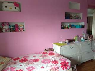 Looking for one girl or lady to share the room(totally 2people in one room)
