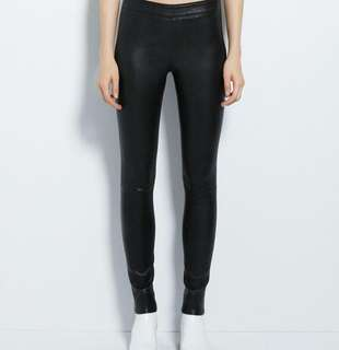 Leather lookalike stretchable legging/pants