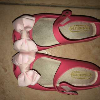Mini Melissa Ultragirl with bow (exact copy only not authentic) size US 11 (17 cms) 5-6 yrs old