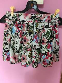Printed Floral Pleated Shorts lightweight