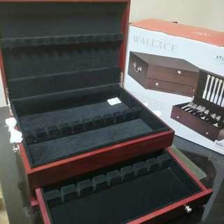 Flatware storage chest