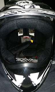 Selling of my ONEAL helmet no funny smell condition 8/10 abit of scratchers right side price nego size M