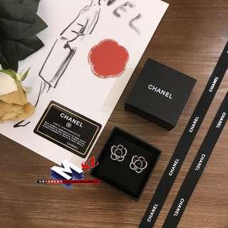 Chanel 山茶花 耳釘