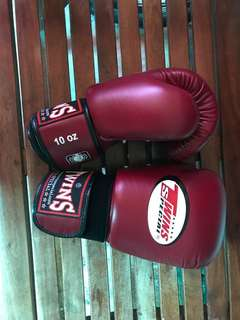 TWINS Special 10 oz Boxing Gloves (Red)