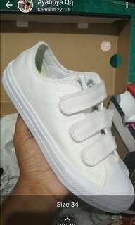 Sepatu anak bun