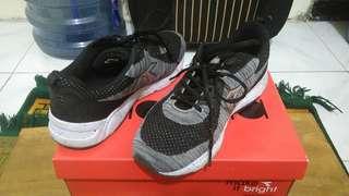 Sepatu Diadora size 42