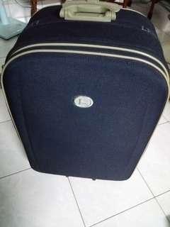 大行李箱僅用一次75*55*25公分可加大台灣制六個輪子