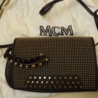 MCM clutch with studd