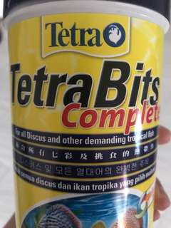 Fish food (tetra bits)