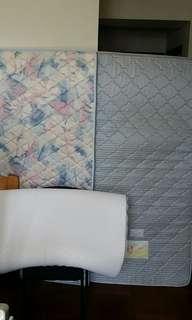 3張單人6x3呎床褥(潔淨企理,一張海馬牌,一張近乎新椰棕床褥,一張白色軟性床褥),全數HK$50。