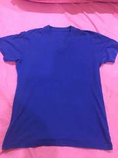 V-neck Blue uniqlo T-shirt