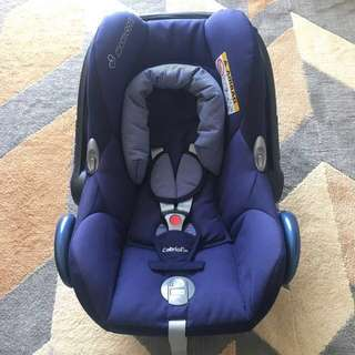 Preloved Maxi Cosi Cabriofix Carseat/Carrier