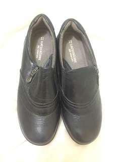 Neutralizer Comfy Black Shoes