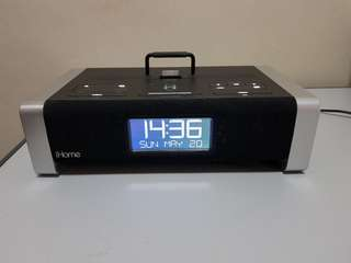 iHome iA100 Bluetooth Speaker Dock/Clock Radio for iPod/iPhone/iPad (30pin dock connector)