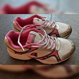 Sepatu Running League