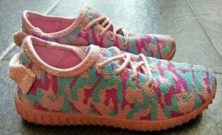 Sepatu kets Pink