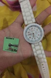jam tangan putih