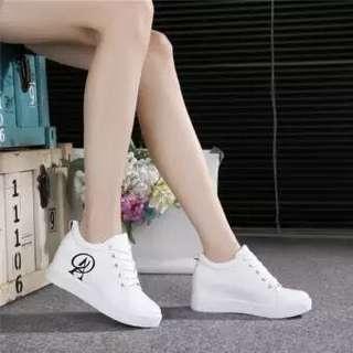 Korean white heeled sneakers