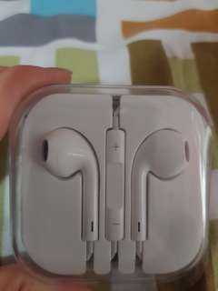 Inspired Apple Earphone