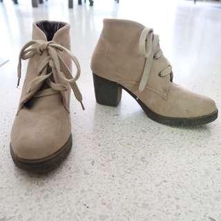 Nud block heel boots