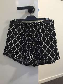 Decjuba Shorts
