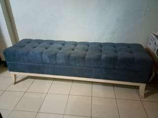 sofa antik minimalis
