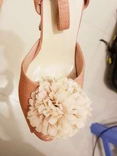 heels pom pom